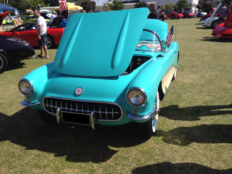 <p>Stunning Old Corvette</p>